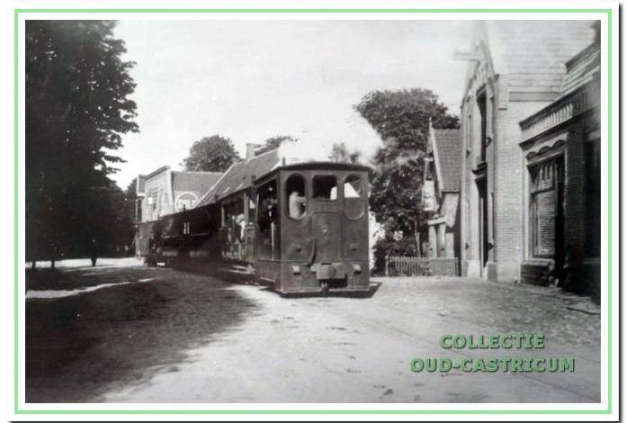 In februari 1897 werd het baanvak Beverwijk - Alkmaar geopend en sindsdien reed de stoomtram tussen Haarlem en Alkmaar dus ook door Castricum.