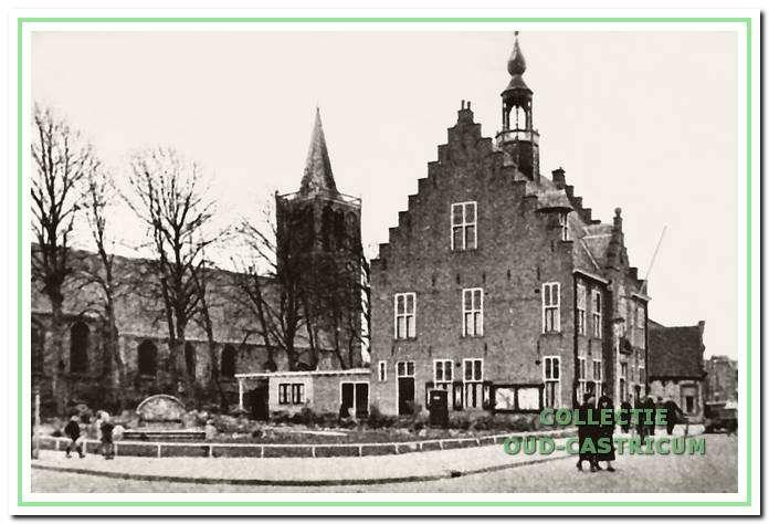 Het raadhuis van Castricum in de jaren vijftig. Hier worden tot 1970 de raadsvergaderingen gehouden.