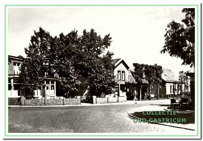 Hotel Borst in de bocht van de van Oldenbarneveldweg hoek Van der Mijleweg.