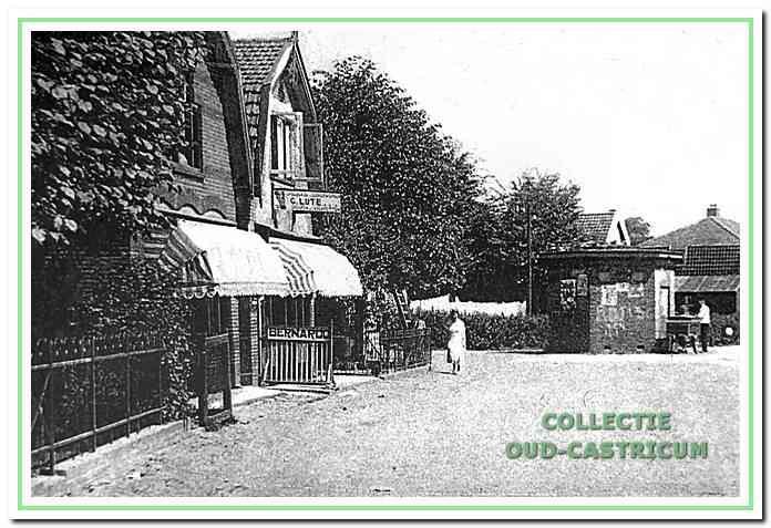 Links op de foto de kruidenierswinkel van Kees Lute (nr 109) naast de kapperszaak.