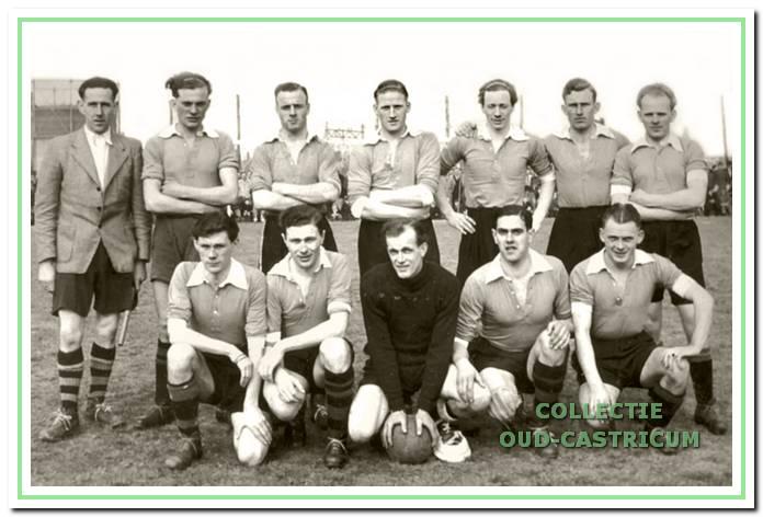 Het kampioenselftal uit 1948.