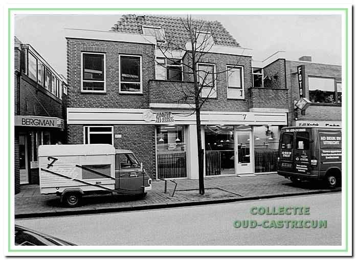 Het pand van maaltijden express Family aan de Dorpsstraat.