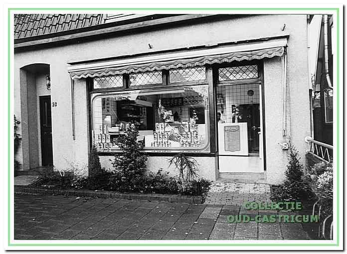 De winkel van Aad Castricum in de jaren 1980 aan de Breedeweg 16.
