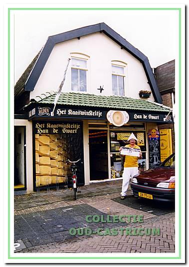 Het kaaswinkeltje van Han de Swart aan de Burgemeester Mooijstraat 28.