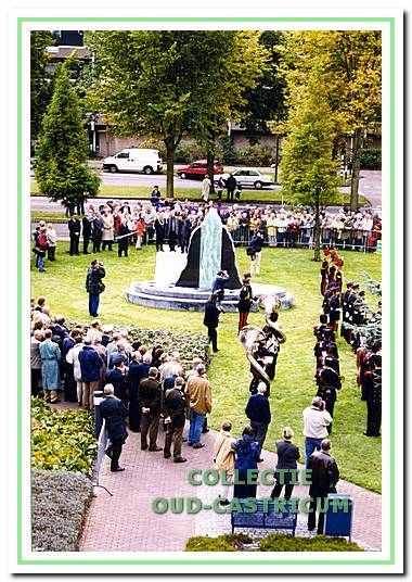 Oktober 1999: Onthulling van het monument van de Slag bij Castricum.