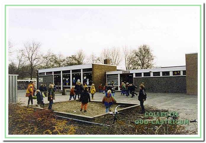 Openbare lagere school De Klimop aan de Henri Dunantsingel 156 in Castricum.