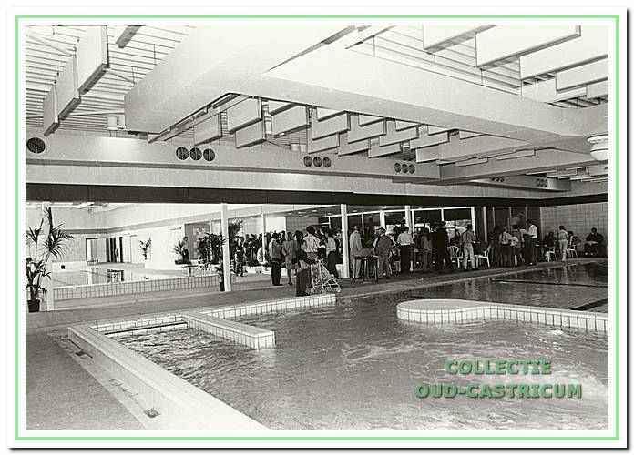 De opening van het nieuwe zwembad De Witte Brug.