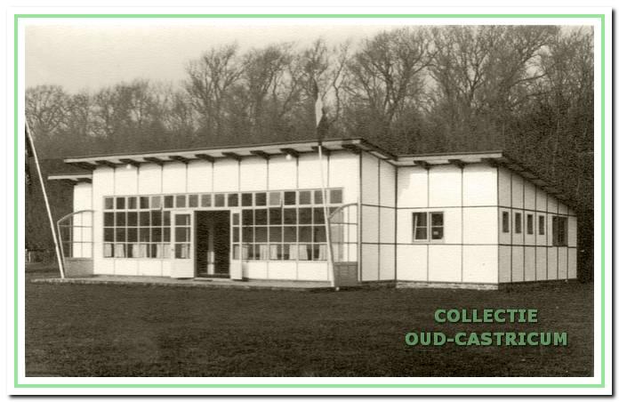 Hel karakteristieke clubhuis dat door archilecl Kaper werd ontworpen.