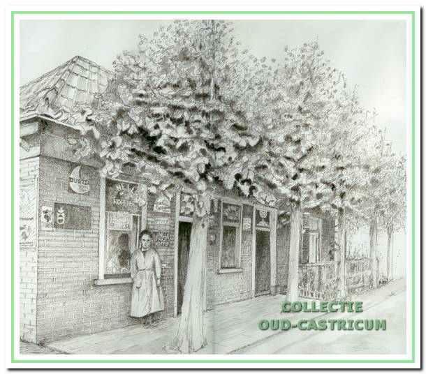 De kruidenierswinkel van Jan Groen, ca. 1935, voorheen 'De Gouden Stulp' van Res (nr 23). Voor de winkel Anna Groen.