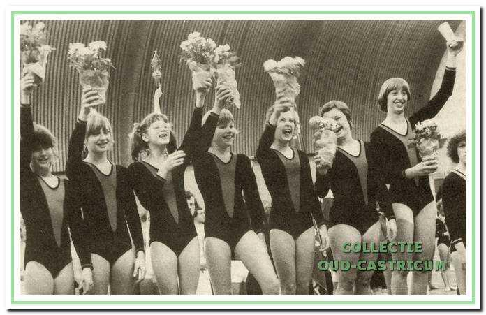 De kampioensploeg van de VIOS-dames bij de nationale Lange Mat Kampioenschappen in Hilvarenbeek in 1977.