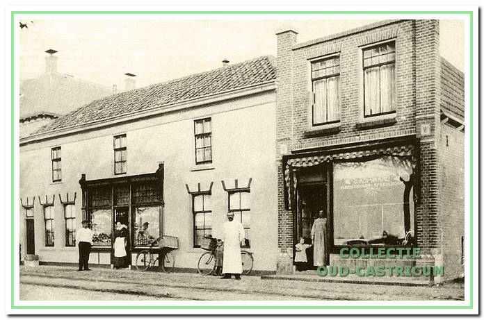 In 1913 werd de slagerswinkel, die Cor Admiraal in 1911 van Gerard Groot had overgenomen, verplaatst naar een nieuw pand direct naast het oorspronkelijke gebouw.