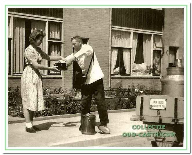 Jan Bos had vanaf 1945 een melkhandel in de Dorpsstraat.