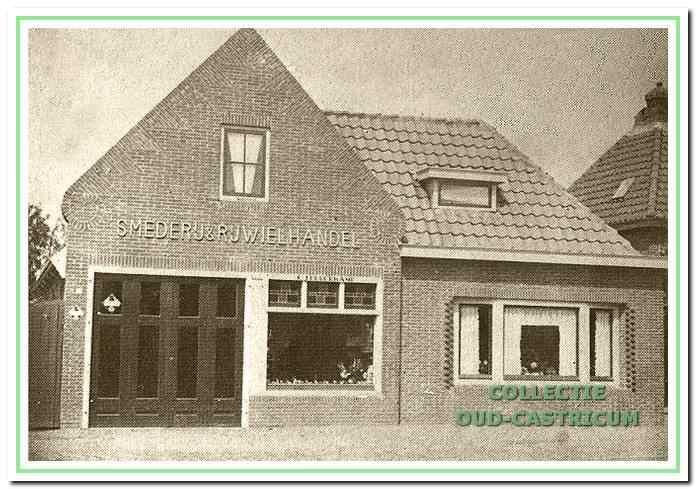 De smederij na een ingrijpende verbouwing in 1935; er werden nu ook rijwielen verkocht en gerepareerd.