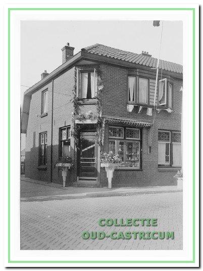 In 1902 nam Hendrik Hemmer de bakkerij van Nicolaas Kehl over. In 1927 liet hij dit dubbel pand bouwen.