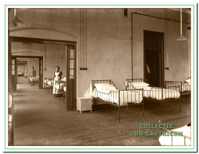 Ziekenzaal in de (negentien)twintiger jaren.