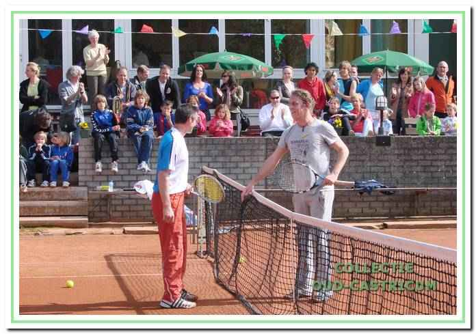 Rick van Eijk (rechts op de foto) werd in 1990 Nederlands indoor- tenniskampioen bij de jongens tot en met 16 jaar. Later ging hij in Amsterdam wonen. In april 2009 kwam hij terug bij TVC om een demonstratiewedstrijd te spelen tegen trainer Roy Boontje, die links van het net staat.