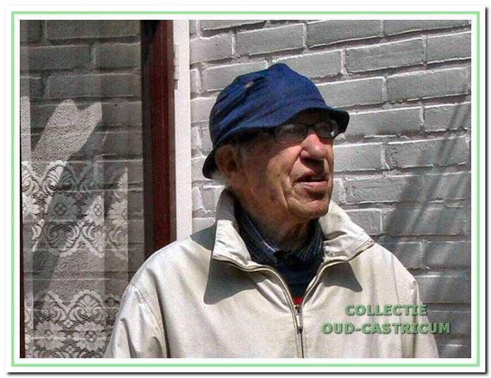 Dirk Schotvanger weer thuis na zijn dagelijkse fietstochtje in Castricum en omgeving (mei 2009).