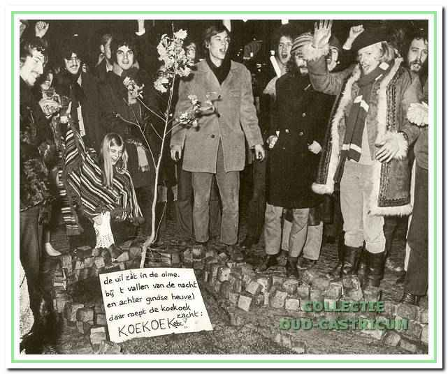 Bijeenkomst op de Dam in Amsterdam op 9 februari 1970, waarbij het feitelijk uitroepen van de Oranje Vrijstaat plaatsvond, waarvan de eerste inwoners zich kabouters noemden. Het uitroepen ging onder andere gepaard met het zingen van een eigen volkslied 'de uil zit in de olme'.