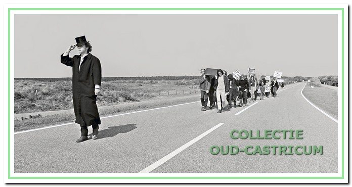 Kort na de gemeenteraadsverkiezingen, begin juni 1970, organiseerden de Castricumse kabouters als protest tegen de aanleg van een grote parkeerplaats in het duingebied nabij het strand een symbolische begrafenis van een stuk duin op het strand.