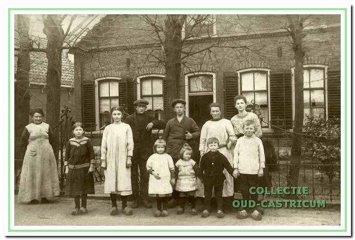 Familie ten Wolde in de Burgemeester Mooijstraat, 1919.