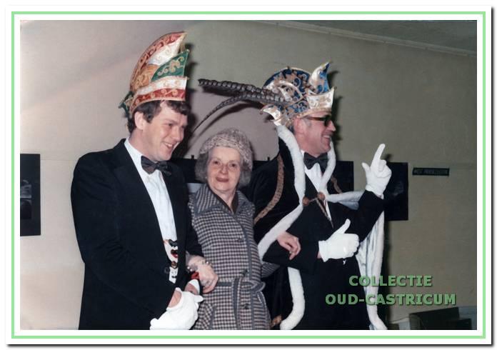 Hanneke van Poeteren, fan van alle carnavalsprinsen. Hier met prins Ramsoes de Eerste (Ben Kuilman).