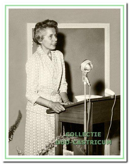 Geneesheer-directeur van 1955 tot 1975 was mevrouw J. A. Buiter -  Kloosterman.