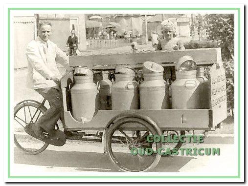 Kruidenier Jan Langeveld sr. in de periode dat hij er nog met de bakfiets als melkslijter op uit trok.