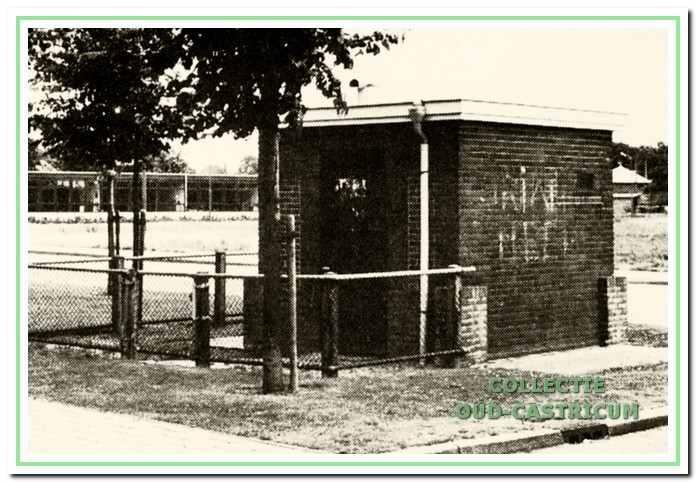 In 1922 wordt aldus een pompgebouwtje met een pompcapaciteit van 150 kubieke meter per uur geplaatst in de sloot langs de Korte Cieweg.