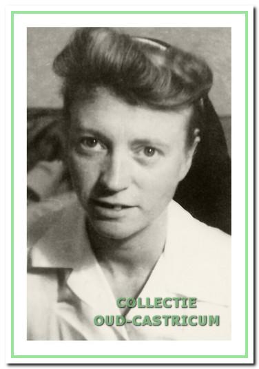 Zuster A.A. Steilberg, wijkverpleegster hij het Witte Kruis van 1942 tot 1946.