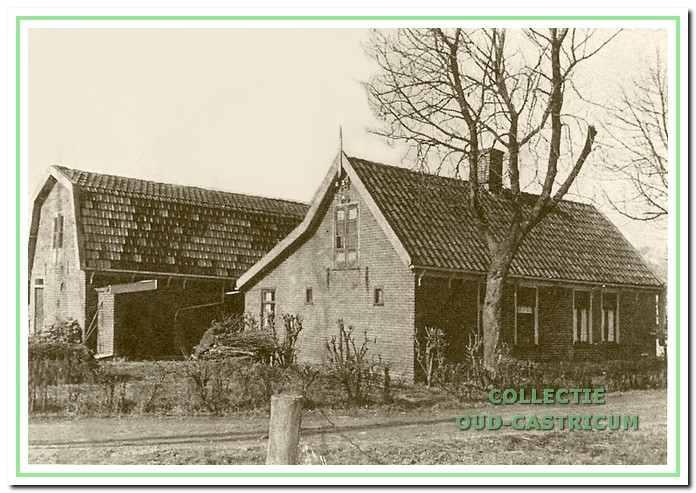 Woonhuis van Dirk Schermer aan de Achterlaan. Op het erf werden aangespoelde strandgoederen bewaard en bij veiling verkocht.