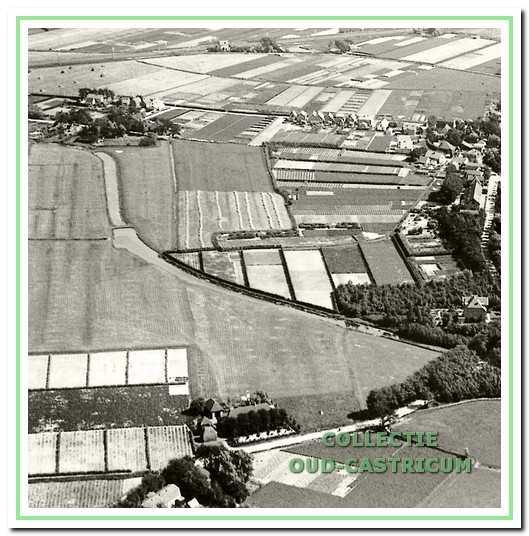 Deze luchtfoto uit 1926 geeft het gebied vanaf de Van Tienhovenhoeve aan de Heereweg (linksonder) tot een groepje huizen van het Schulpstet (linksboven). Aan de Stetweg stonden nog niet veel huizen. Het verlengde van de Zeeweg naar Limmen bestond nog niet. Vanaf de driesprong Heereweg-Zeeweg loopt het verlengde van de Schulpvaart naar het Koningskanaal langs de Zeeweg.