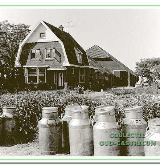 De boerderij van Jan Schermer (nr 52) is in de negentientachtiger jaren gesloopt.