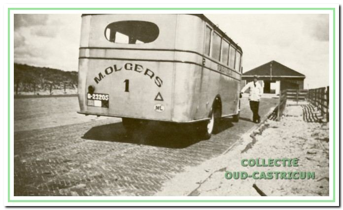 De eerste officiële busdienst met een 'Berliet' van Thijs Olgers in 1929.