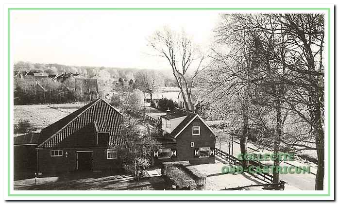 Woonhuis en boerderij van Jan Brasser. In 1995 is dit pand gesloopt (zie 13).