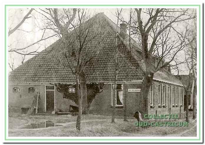 Boerderij 'De Blauwhoef' aan de Achterlaan (zie 37).
