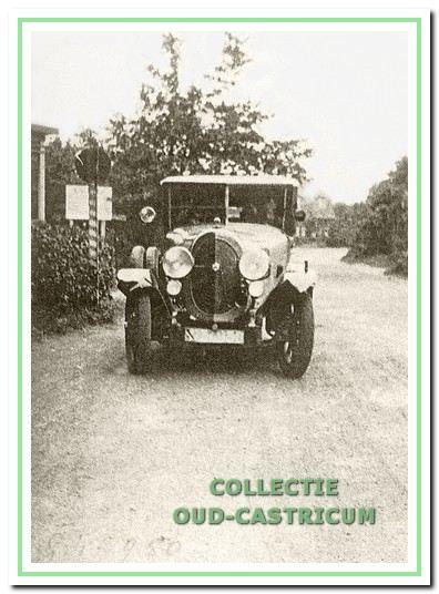 De eerste auto van Kraakman was een 8-cilinder Graham Paige; een uit Amerika geïmporteerde limousine.