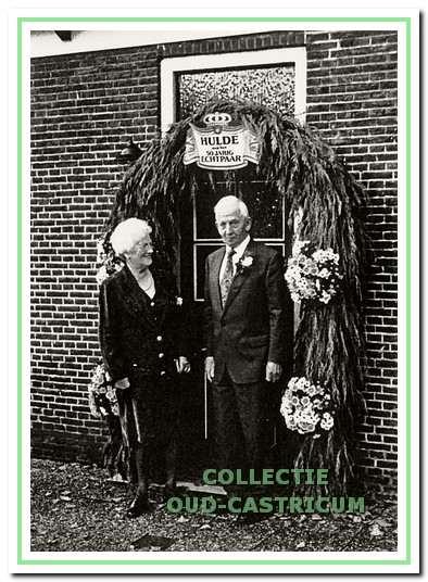 Jan Kuijs en Nel Veldt bij hun 50-jarig huwelijk in 1996.