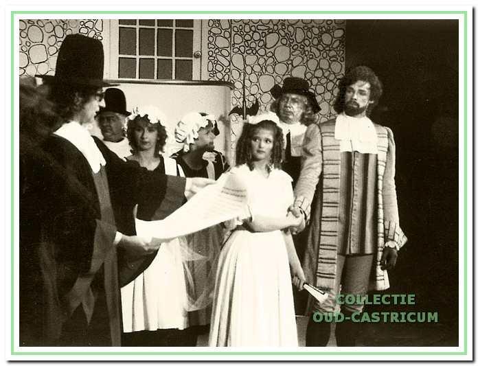 Ter gelegenheid van het 20-jarig bestaan in 1983 werd het stuk 'De heer van Pourseaugnac' ten tonele gebracht. Op de foto V.l.n.r. Hans van Doesum, Chris de Groot, Marie-Louise Middelhoff, Edith Speekman, Anneke Hooijer, Frans de Jager en Gert-Jan Bremer.