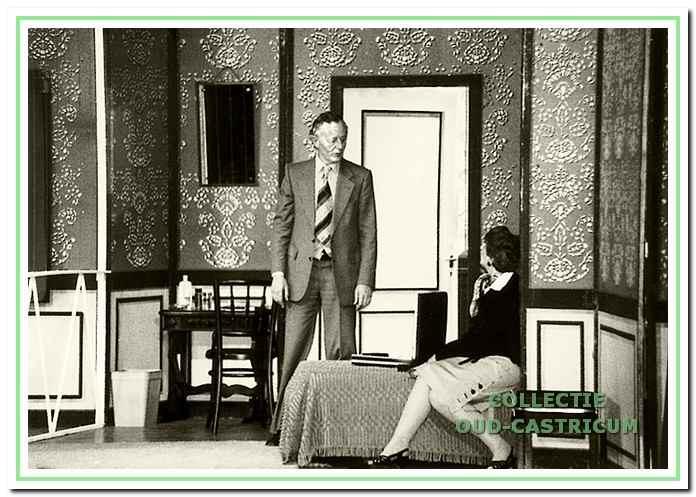 Henk Maas, hier acteur in het stuk 'Plaza Hotel', overleed plotseling in 1981.