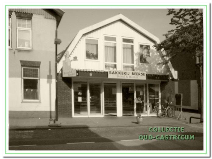 Foto van het pand Dorpsstraat 26, waarin bakkerij Beerse is gevestigd.