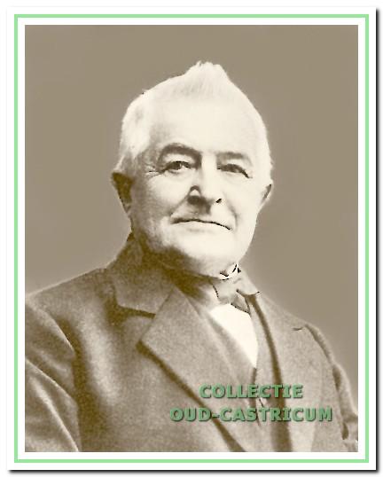 Burgemeester Mooij (1848) is dertig jaar burgemeester van Castricum geweest: van 1888 tot 1 juni 1918.