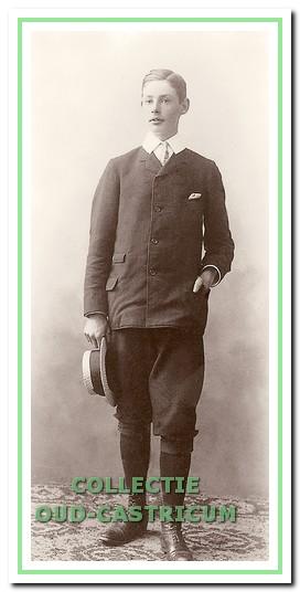 Frits Gevers toen hij nog op de kostschool in Utrecht verbleef (foto Iconografisch Bureau).