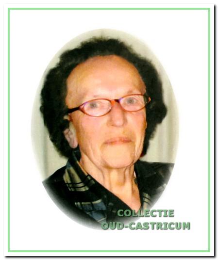 Op 25 april 2006 is op 86-jarige leeftijdCatharina Mors - Borst overleden. Zjj stond bekend als tante Trien. De weduwe vanDirk Mors was vele jaren het vertrouwde gezicht achter de barvan Hotel Café Borst. Meer dan 70 jaar was zij onlosmakelijkverbonden aan het sociale leven in Bakkum. Tante Trienwas moeder over heel wat barklanten en zorgde voor het'huiskamergevoel'.