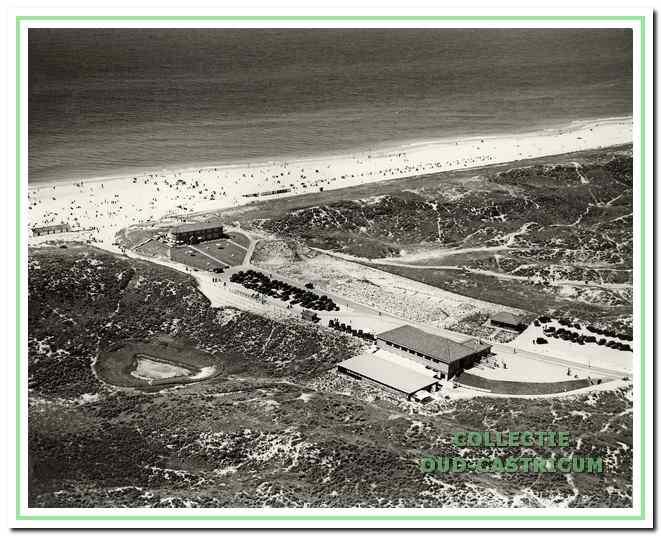 Openbare parkeerplaats vlak voor de strandafgang in 1926.