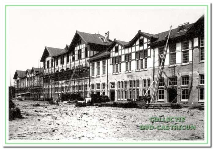 Een van de paviljoens van Duin en Bosch in aanbouw in 1906.