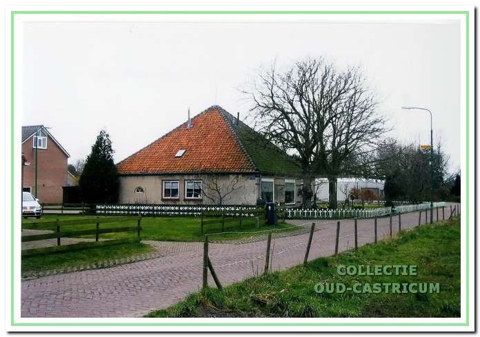 De boerderij gezien vanaf de Kooiweg.
