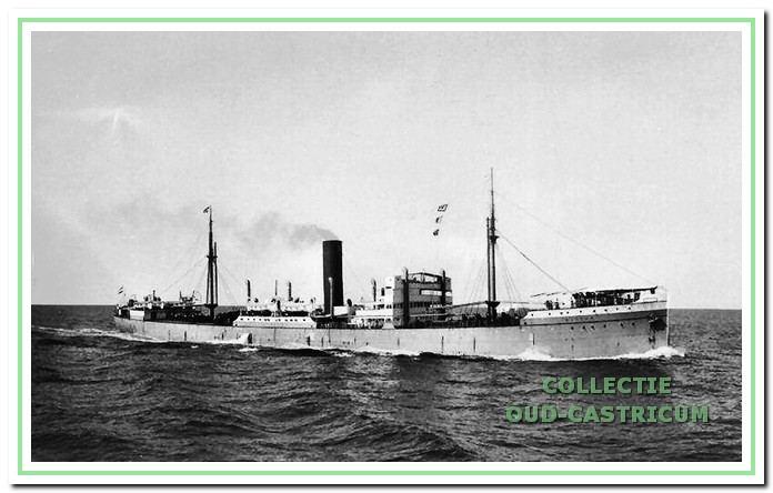 Het stoomschip Blitar van de Rotterdamsche Lloyd waarmee Dirk Schotvanger als scheepsjongen en lichtmatroos rond 1927 enkele reizen maakte.