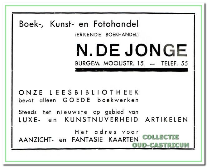 Dirkje Smit nam boekhandel en bibliotheek van De Jonge in de Burgemeester Mooijstraat over. Juffrouw Smit stopte met de uitleen van boeken toen in de (negentien)zestiger jaren de gesubsidieerde bibliotheken hun intrede deden.