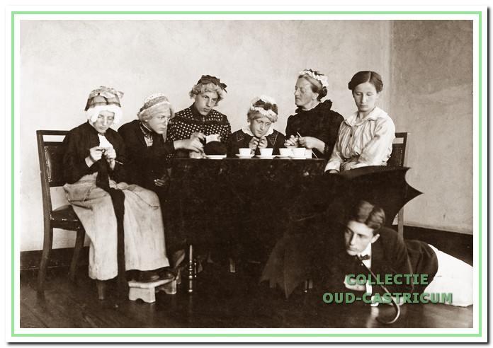 Toneelspel omstreeks 1914.