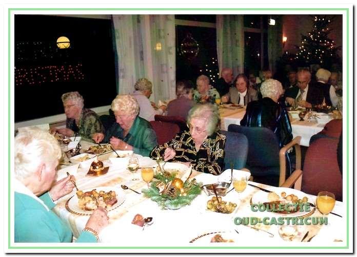 Het kerstdiner behoort ook tot de jaarlijkse activiteiten.